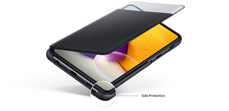 Galaxy A72 con la cubierta tipo billetera S View negra abierta hasta la mitad, que se muestra en la pantalla del dispositivo.  Borde del teléfono resaltado y el texto dice protección lateral.