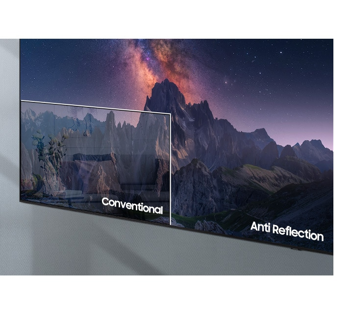 A TV screen compares QLED TV with conventional TV. Conventional TV screens show the interior of the house on the screen due to light reflection, and QLED TVs show the screen clearly without light reflection.