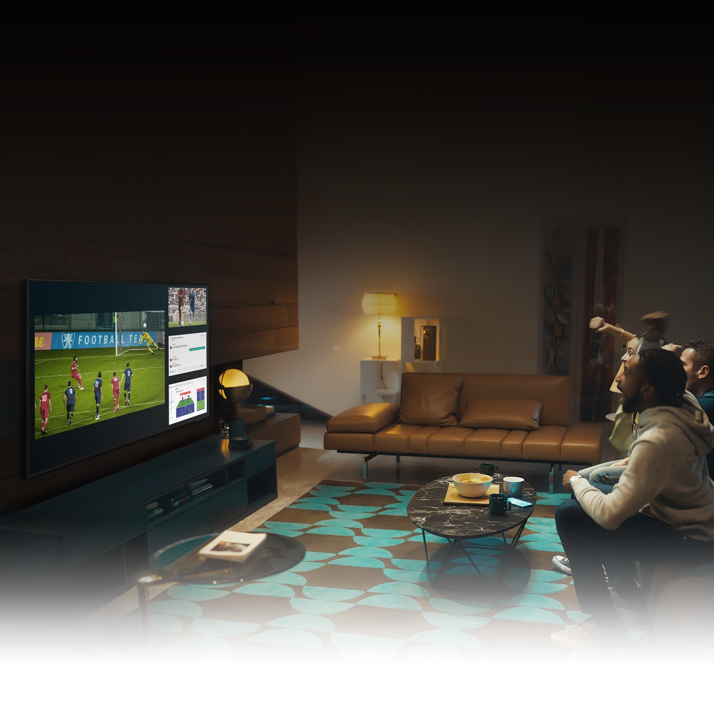 A group of people use QLED TV Multi view feature to enjoy a football match and view play-by-play information at the same time on the same screen.