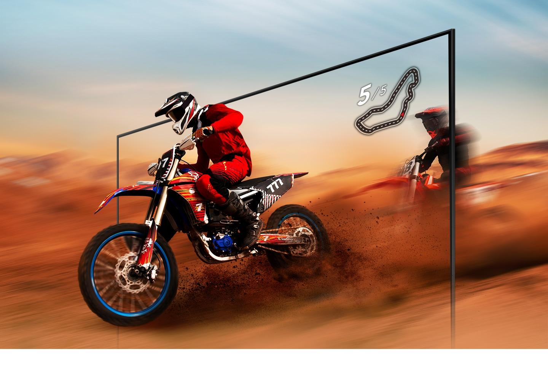 Một tay đua xe đạp địa hình trông rõ ràng và có thể nhìn thấy bên trong màn hình TV UHD nhờ công nghệ Motion Xcelerator.