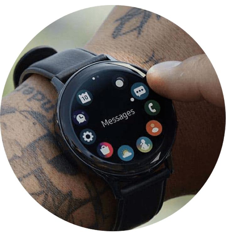 Galaxy Watch Active2 44mm SM-R820 to Twoje nieocenione centrum dowodzenia - zegarek pozwoli Ci na sterowanie telefonem, uruchamianie wyzwalacza i odbieranie połączeń