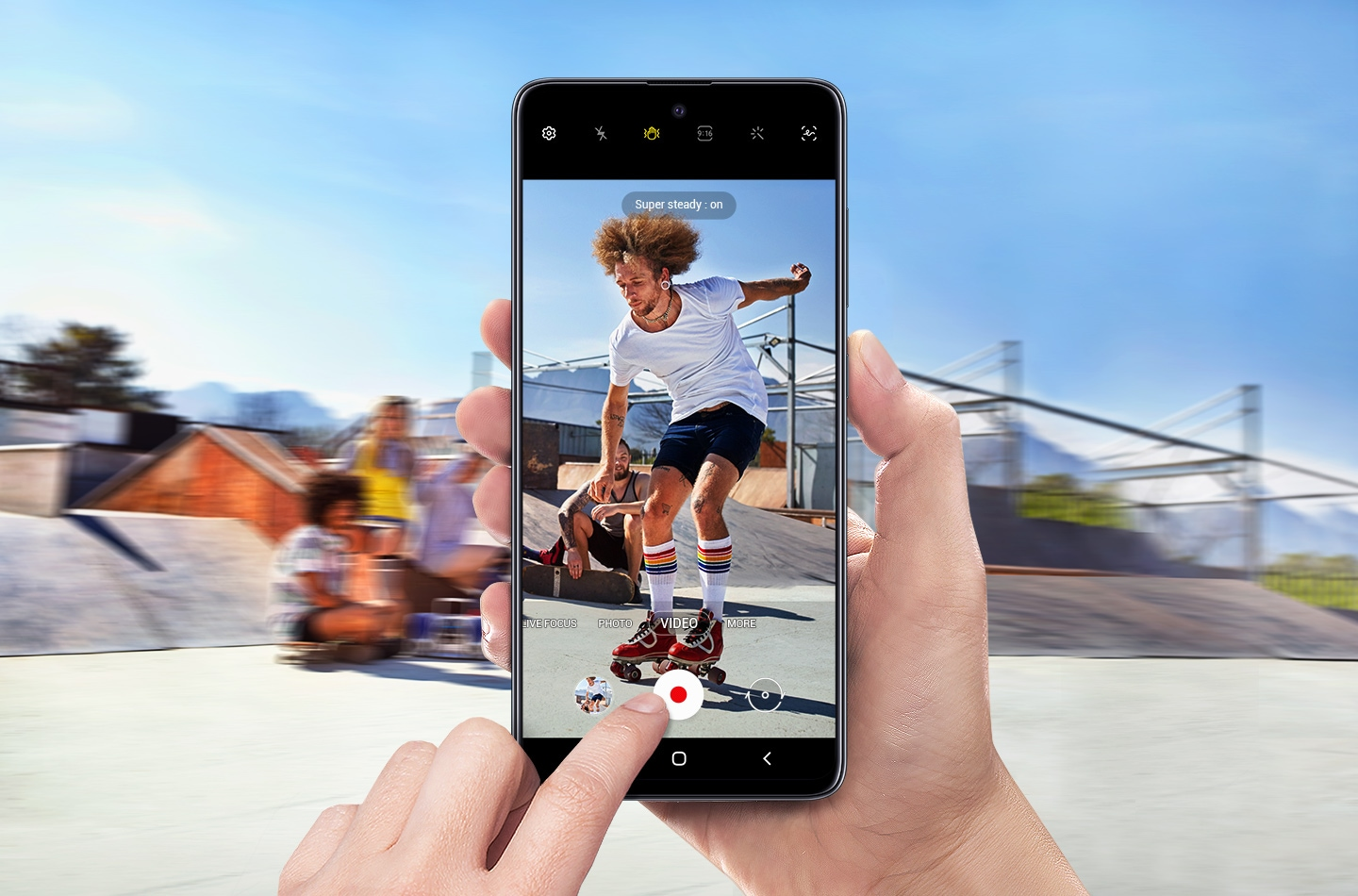 https://images.samsung.com/is/image/samsung/rs-feature-shoots-smooth-and-steady-just-like-the-pros-201381955?$FB_TYPE_A_JPG$
