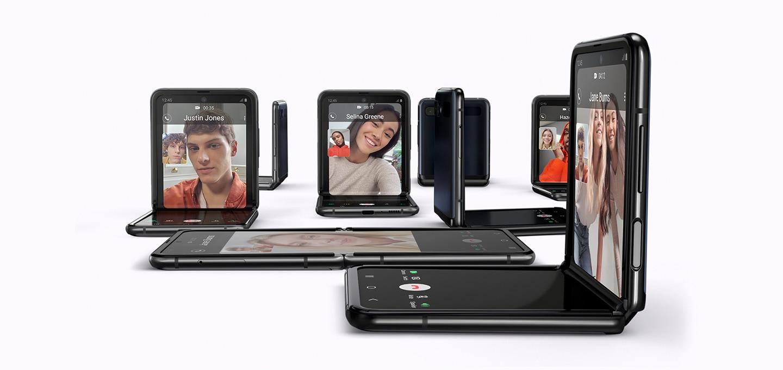 펼친 상태, 접힌 상태로 여러 사람이 영상통화를 하는 화면이 보입니다.