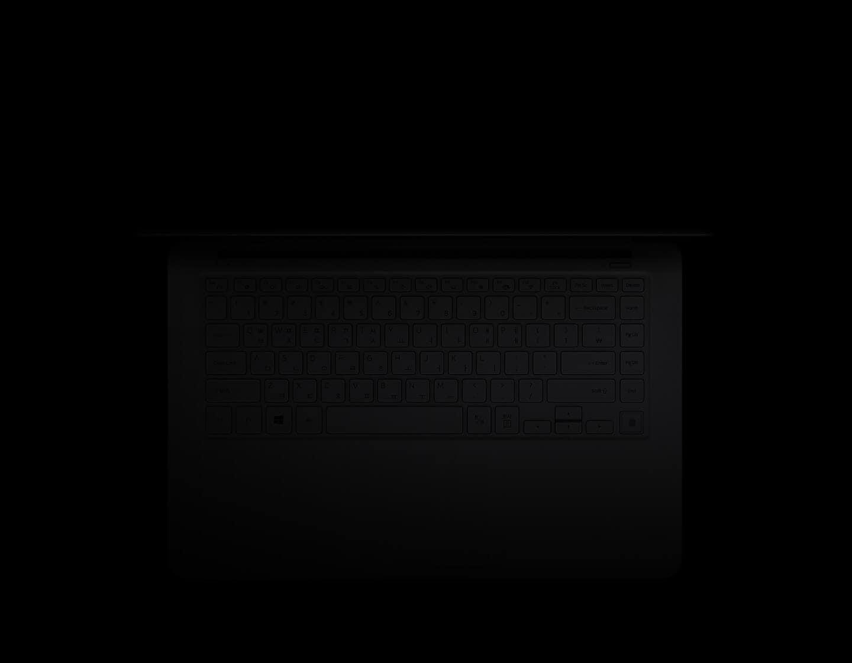 검정색 배경 중앙에 자판이 보이게 탑 뷰로 놓인 라이트 티탄 컬러의 노트북9이 오토백릿 기능으로 자판에 불빛이 들어옵니다.