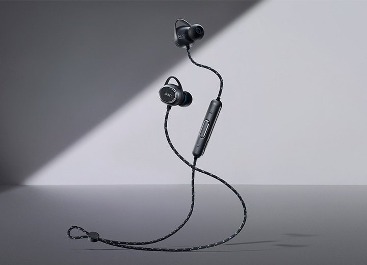 AKG N200 earphones with multidimensional tones