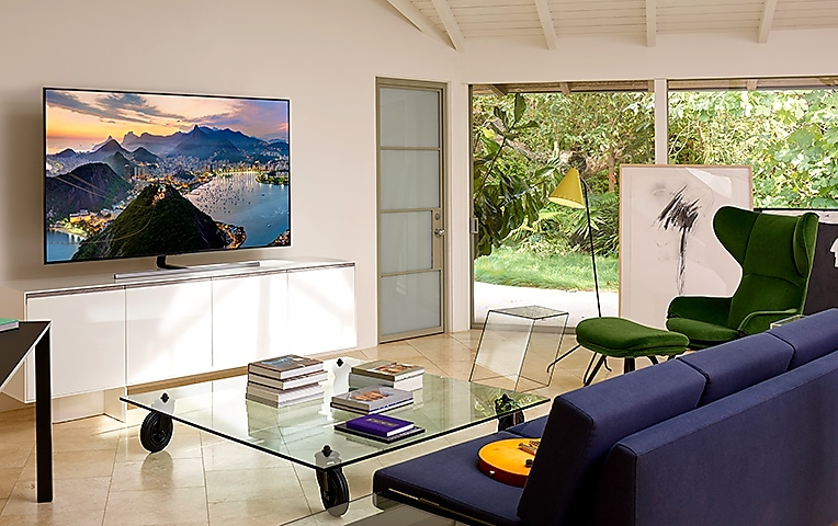 Wide viewing angle on Samsung QLED Smart TV (Q80R)