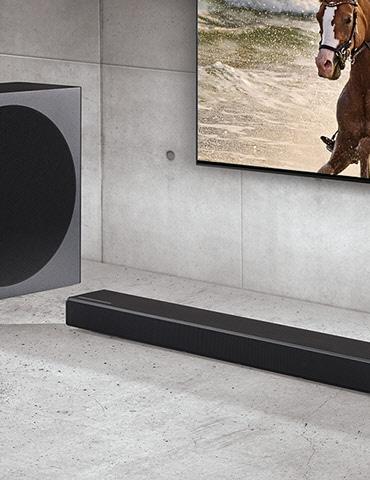 Above view of Samsung Harman Kardon HW-Q70R Cinematic soundbar