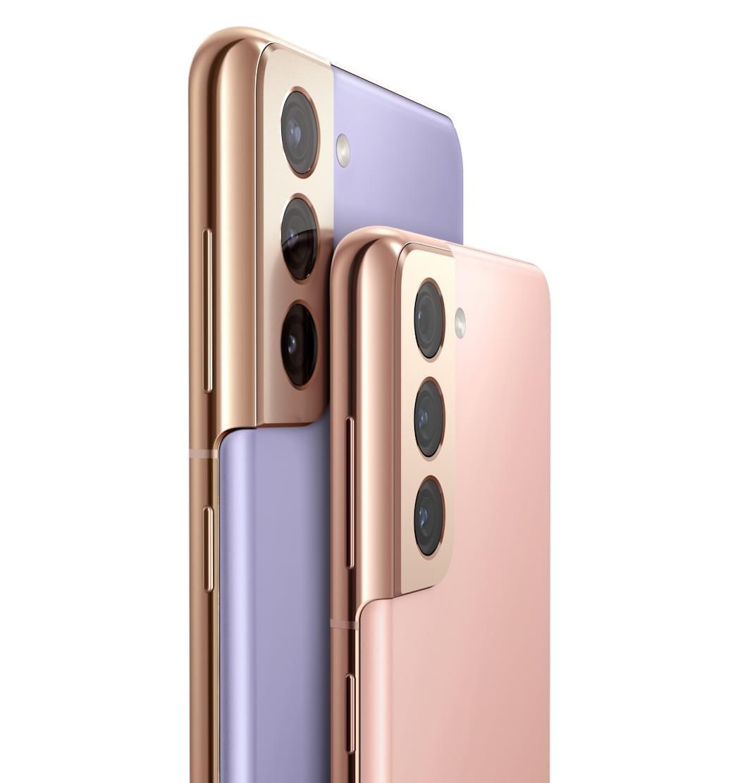 GalaxyS215G en color Phantom Pink frente a Galaxy S21+5G en color Phantom Violet, ambos vistos desde el ángulo de la parte posterior. Los dos giran para mostrar un fondo de pantalla gráfico.