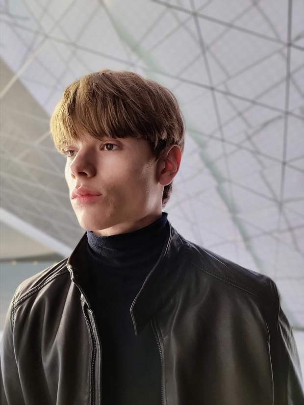 Man wearing a leather jacket, taken in Portrait Mode with Backdrop effect applied.