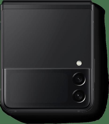 Un Galaxy Z Flip3 5G en color Phantom Black plegado y visto desde la cubierta Front Cover.