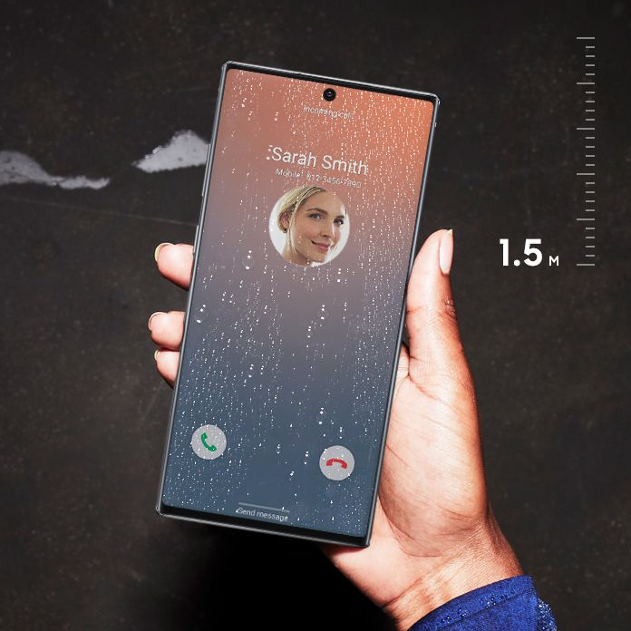 Hand holding Galaxy Note10 plus outside with a bold image onscreen and water droplets on the screen, showing the water resistance of IP68