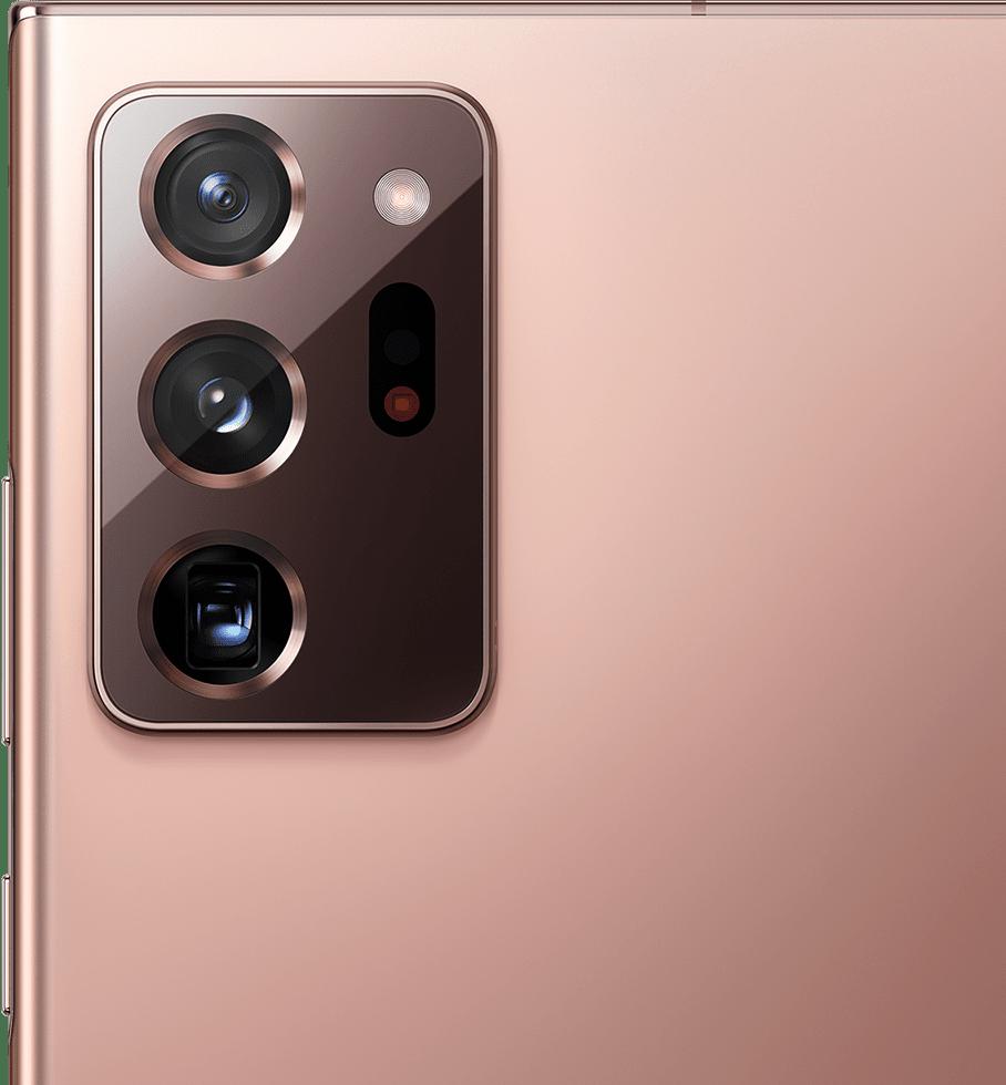 عرض مقرب للكاميرا الخلفية في هاتف Galaxy Note20 Ultra باللون البرونزي.
