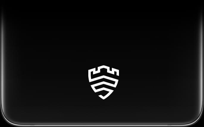 Galaxy S21 Ultra 5G'nin kilitleme alanına yakın çekim yapılıyor. Ekranında Samsung Knox logosu görülüyor.